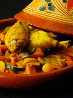 Tajine poulet courgette poivron carotte can find Diet dinner recipes and more on our website. Diet Dinner Recipes, Healthy Soup Recipes, Crockpot Recipes, Roasted Cabbage, Chicken Zucchini, Garlic Chicken, Yum Yum Chicken, Stuffed Peppers, Cooking