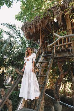 Fashion Dresses Pretty white maxi dress with trendy puff sleeves. Bali Fashion, Beachwear Fashion, Girl Fashion, Fashion Dresses, Fashion Tips, Moda Fashion, White Maxi Dresses, White Dress, Cute Summer Outfits
