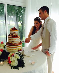 Cutting the cake with a beautiful view of the manicured landscape at House Plantation, a Houston wedding venue.