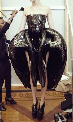Iris Van Herpen, WOW looks futuristic, and also like she killed ALIEN and made a dress out of it