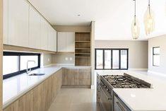Kitchen with white laminate countertops White Laminate Countertops, Kitchen Countertops, Kitchen Cabinets, Modern Kitchen Design, Kitchen Designs, Home Decor, Decoration Home, Room Decor, Cabinets