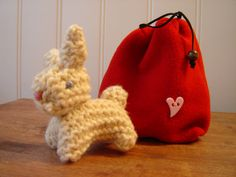 Lapin au tricot avec baluchon