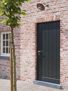 Magnus-Villen & # s Exterior Doors, Entry Doors, Entrance, Dream Home Design, House Design, Brick Detail, Belgian Style, Black Doors, Architecture