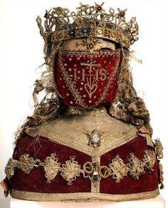 Reliquary Bust of a Female Saint : Century † Vander Kelen-Mertens Museum : Leuven, Belgium Memento Mori, Passementerie, Tiaras And Crowns, Crown Jewels, Royal Jewels, Sacred Heart, Religious Art, Religious Icons, Religion