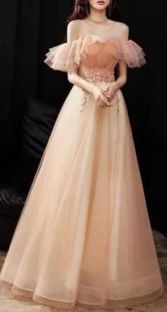 Unique Prom Dresses, Beautiful Prom Dresses, Elegant Dresses, Pretty Dresses, Beautiful Outfits, Bridesmaid Dresses, Old Fashion Dresses, Girls Fashion Clothes, Princess Ball Gowns