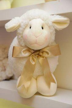 """Lindas ovelhas de diversos tamanhos. Ovelha Micro 8 cm: R$ 11,55 Ovelha 25cm """"P"""" ; R$ 52,50 Ovelha 30cm """"M"""" : R$ 73,50 Ovelha 50cm """"G"""": R$105,00 Ovelha 18cm com roupa: 42,00 Ovelha 40cm com roupa: R$ 132,30"""