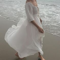 Simple floaty peasant style wedding dress photographed on the beach Dress For Summer, Inka Williams, Jung So Min, Ex Machina, Katniss Everdeen, Girly, White Aesthetic, Mode Inspiration, Fashion Week