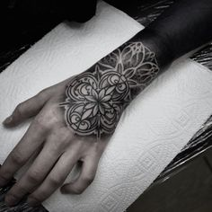 Check out this cool blackout tattoo hack. Full Tattoo, Dark Tattoo, Cover Up Tattoos, Mini Tattoos, Black Tattoos, Tribal Tattoos, Small Tattoos, Tattoo Skin, Body Tattoos