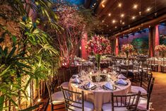 Mini Wedding: tudo que você precisa saber para um mini casamento! Table Decorations, Furniture, Home Decor, Party Wedding, Villas, Dream Wedding, Wedding Decoration, Altar Wedding, Places