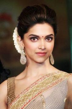 Deepika Padukone full on indian look Saree Hairstyles, Indian Bridal Hairstyles, Bride Hairstyles, Bollywood Hairstyles, Hairdos, Deepika Padukone Saree, Deepika Padukone Hairstyles, Dipika Padukone, Indian Celebrities
