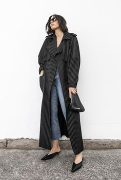 Chic Trench Coat Outfit Ideas For Spring Classy Work Outfits, Chic Outfits, Fashion Outfits, Womens Fashion, Fashion Shoes, Summer Outfits, Trench Coat Outfit, Trench Coats, How To Wear Heels