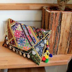 JAIPUR by NAWERI 119€ Boho clutch made from antique embroidered fabrics with a removable strap. Pochette confectionnée à partir de tissus brodés antiques. Chaîne amovible. Modèle unique.