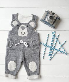 Baby Boy Baby Girl Baby Bib Overalls Dungarees by FillesEnFleur - Babystyle Sewing Baby Clothes, Unisex Baby Clothes, Baby Sewing, Winter Outfits For Girls, Baby Boy Outfits, Kids Outfits, Hipster Kind, Baby Boys, Selling Handmade Items