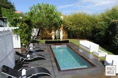 Sur la côte Basque cette Iki - couloir de nage xs - s'insère élégamment dans un petit espace. Une piscine dans un petit espace : aucun problème avec Piscinelle :)