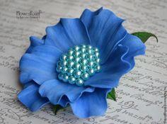 Для изготовления цветка понадобится: - фоамиран 2-х цветов; - выкройки; - сердцевина из бусин; - ножницы; - краски; - молд листа; - клеевой пистолет. Выкройки вырезаются по схеме: По выкройкам вырезается необходимое количество деталей из фоамирана.…
