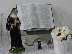 Porta Bíblia em Madeira, pintado a mão com técnica de envelhecimento.   Linda para seu cantinho religioso! R$ 60,00