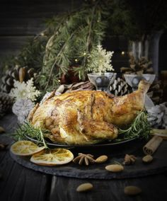 Roast chicken or turkey for Christmas and New Year with mulled wine and Christmas decorations, selective focus Herb Roasted Chicken, Roast Chicken, Baked Chicken, Clean Diet, Clean Eating, Clean Recipes, Cooking Recipes, Food Safety Tips, Gluten Free Gingerbread