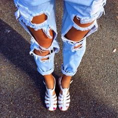 How to Chic: RIPPED DENIM JEANS - TREND