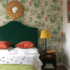 How to decorate a guest bedroom with a floral themed wallpaper and using a green velvet upholstered bed. A comfortable, homely and eclectic look. Velvet Upholstered Bed, Velvet Bed, Bedroom Green, Home Bedroom, Bedroom Decor, Mirror Over Bed, Blogger Home, Little Greene, Interior Decorating