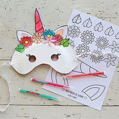 DIY special carnival: masks to do yourself! - Hoama Féloxi - - DIY spécial carnaval : des masques à faire soi-même ! Make your mask Unicorns and its crown of flowers and Panda with little material! Carnival Crafts, Carnival Masks, Diy For Kids, Crafts For Kids, Unicorn Mask, Diy Organisation, Diy Ostern, Diy Mask, Unicorn Birthday