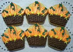 Baskets full of pumpkins Fall Cookies, Pumpkin Cookies, No Bake Cookies, Sugar Cookies, Christmas Cookies, Cookie Designs, Food Themes, Decorated Cookies, Cookie Decorating