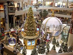 Woodfield Mall: at Christmas time! Chicago Christmas, Christmas Events, Christmas 2017, Christmas Holidays, Christmas Door Decorations, Christmas Lights, Holiday Decor, Bohemian Christmas, Vintage Christmas
