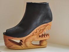 Gebissen Hand geschnitzt Holz-Plattform Dragon von Fashion4Freedom