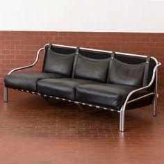Gae Aulenti; Chromed Tubular Metal and Leather 'Stringa' Sofa for Poltranova, 1970s.