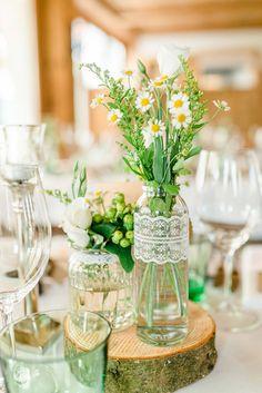 Jacqueline & Stefan: Sommerhochzeit auf der Alm MARIA PIRCHNER http://www.hochzeitswahn.de/inspirationen/jacqueline-stefan-sommerhochzeit-auf-der-alm/ #wedding #summer #table