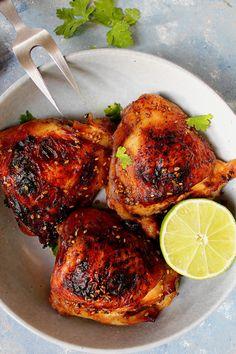 Pickled and caramelized chicken: soy sauce, honey, lemon, garlic. Marinade Poulet Sauce Soja, Mexican Food Recipes, Ethnic Recipes, Honey Lemon, Soy Sauce, Chutney, Tandoori Chicken, Caramel, Pickles