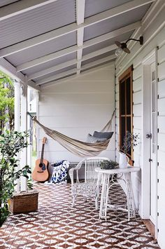 A canvas hammock welcomes guests to the cottage-turned-gallery. Geometric outdoor tiles bring the home's front verandah to life Cabana, Outdoor Tiles, Outdoor Decor, Outdoor Living, Country Style Magazine, Weatherboard House, Queenslander House, Front Verandah, Front Porch