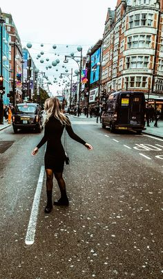 It's London, baby! #london #ootd #fashion #fashionblogger #fashionista #autumnfashion #fallfashion #falloutfit #oxfordstreet