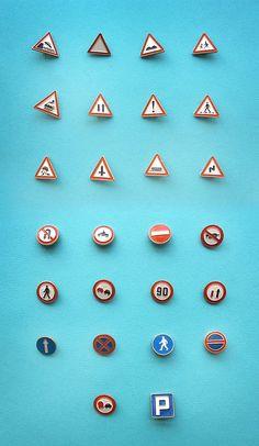 Значки / Дорожные знаки