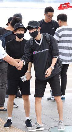 150724 Airport - Incheon to Kansai Same personality Chanbaek Fanart, Exo Chanbaek, Baekhyun Chanyeol, Park Chanyeol, Kpop Fanart, Sehun Cute, Exo Couple, Xiuchen, Cute Gay Couples