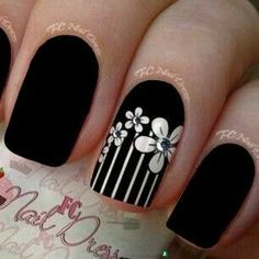 Zap Trendy nail Art ideas for summer 2015 Image via Trendy Nail Art Ideas for 2015 Image via Pin van Amber Dagnillo op Trendy Nails. Image via Lovely Nail Art Ideas Fabulous Nails, Gorgeous Nails, Trendy Nail Art, Rhinestone Nails, Fancy Nails, Cute Nail Designs, Flower Nails, Creative Nails, Manicure And Pedicure