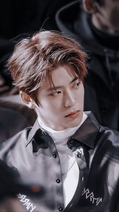 Jung Jaehyun the most feared mafia boss tricks the great detective Lee Taeyong thinking that he is an innocent citizen who demands justice. Jaehyun Nct, Taeyong, Nct 127, K Pop, Johnny Seo, Mark Nct, Jung Yoon, Valentines For Boys, Jung Jaehyun