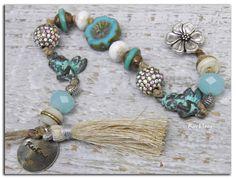 """Bracelet bohème""""Mon Ange Nomade""""angelot vert de gris-perle tchèque turquoise-tibétaine-cristal-os et pompon en soie ivoire"""