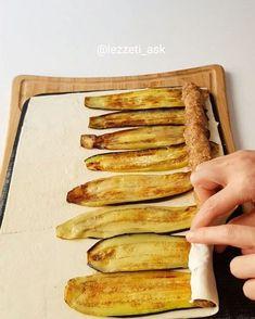 Begenenler cift tiklasin ❤ Bu tarz yemekleri cok seviyorum En son uzerine yogurt ve bol sos eklenincede muhtesem oluyor..Hazir yufka yerine milfoyleri biraz acarak yaptim..Citir citir oldular..Tarifi birazdan ekliyorum Patlican sarma Ici icin : 200gr kiyma 1 sogan ince rendelenmis Tuz Karabiber P... Meat Recipes, Cooking Recipes, Turkish Recipes, Ethnic Recipes, Chocolate Chip Banana Bread, Oreo Pops, Middle Eastern Recipes, Arabic Food, Iftar
