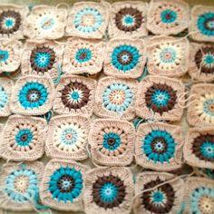 Sunburst crochet granny squares!