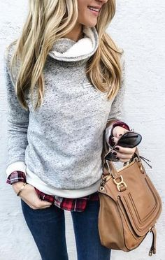 #winter #fashion / Grey Knit + Camel Leather Bag + Navy Skinny Jeans