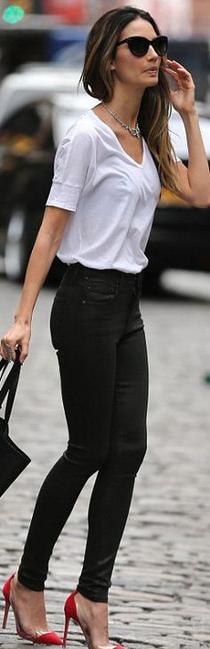 looks-para-combinar-zapatos-rojos - Beauty and fashion ideas Fashion Trends, Latest Fashion Ideas and Style Tips Street Style Outfits, Mode Outfits, Casual Outfits, Easy Outfits, Moda Casual, Casual Chic, Casual Fridays, Edgy Chic, Casual Heels