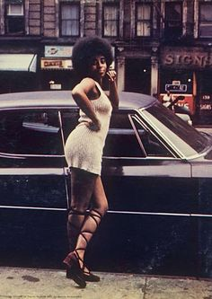 1970'S STREET STYLE (also love the 'signs' sign in the background.)