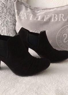 Kupuj mé předměty na #vinted http://www.vinted.cz/damske-boty/kotnikove-boty/18707672-cerne-semisove-kotnickove-boty-deichmann-vel-39