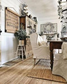 51 Rustic Farmhouse Living Room Design and Decor Idea - Winter Living Room, Christmas Living Rooms, Living Room Decor, Cozy Living, Living Spaces, Dining Room Design, Dining Room Table, Country Decor, Farmhouse Decor