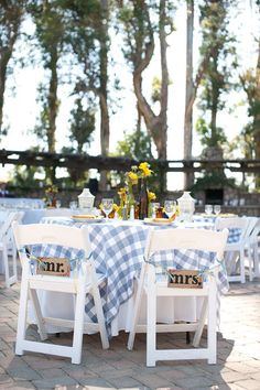 blue gingham sweetheart table.