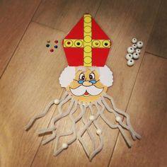 Sinterklaas: Fijne motoriek: pincetgreep oefenen, parels rijgen, patronen leggen... Christmas Crafts, Christmas Decorations, Saint Nicholas, Preschool Activities, Advent, Kindergarten, Saints, Creative, Xmas