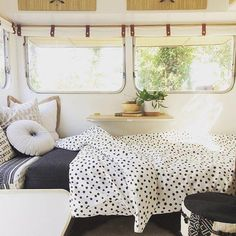 caravan makeover 561964859752652539 - Love the roll down black out blinds. one solution. No curtains nonlight leakage singensolution Source by BethNicholasArt Vintage Rv, Vintage Caravans, Vintage Trailers, Vintage Campers, Caravan Makeover, Caravan Renovation, Tiny House Living, Small Living, Happy Campers
