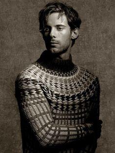 Decorialab knitwear Studio www.decorialab.com — rodeoknits: Luke Treadaway for Pringle of...