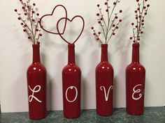 Phenomenal Easy DIY Valentine Gift Ideas For Your Beloved People Yay! Finally, Valentine's Day will arrive soon. A day to be filled with love and happiness. The most common thing to do is to send a Happy Valentine's. Valentines Day Wine, Valentines Day Decorations, Valentine Day Crafts, Holiday Crafts, Diy Valentine's Day Decorations, Valentine Day Love, Valentine Ideas, Wine Craft, Wine Bottle Crafts