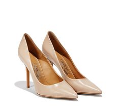 Unavoidable in each woman's closet, this timeless pump is perfect both for a casual and a formal look. This shoe, one of the icons of the Ferragamo's fashion house, is proposed again with new colours and materials.  Made in Italy